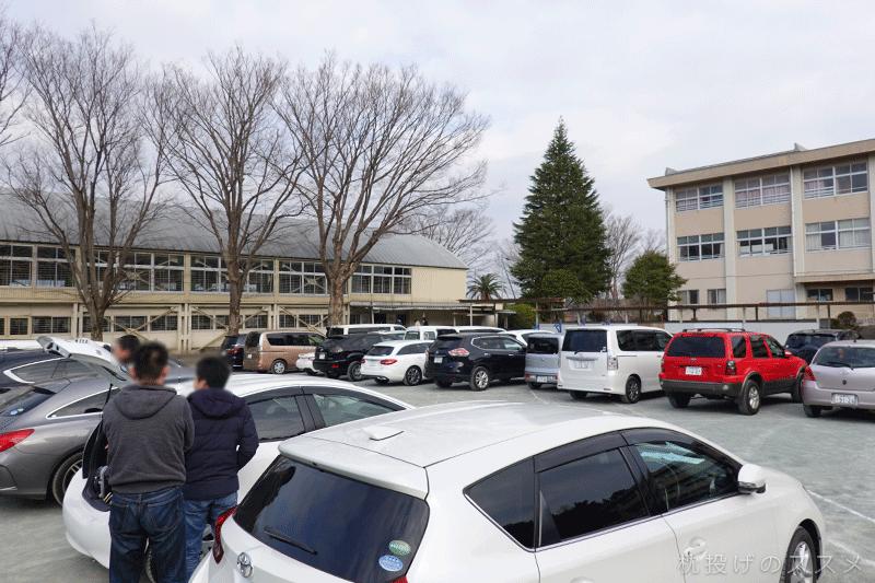 伊東市立南小学校のグラウンド(臨時駐車場)